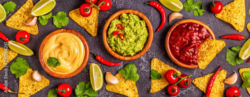 Photo Mexican food background: guacamole, salsa, cheesy sauces