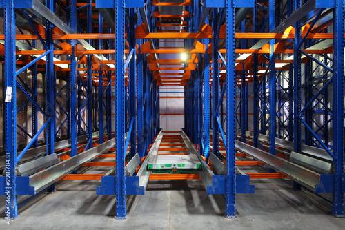 Fotografía  kattlove racks in the modern warehouse