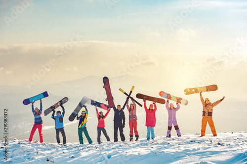 Cuadros en Lienzo Happy friends skiers and snowboarders at ski resort