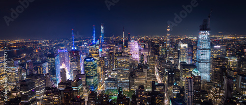 mata magnetyczna aerial view of manhattan new york at night - image
