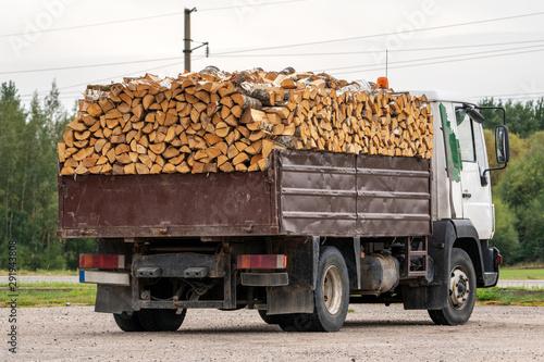 Photo Dump truck full of firewood