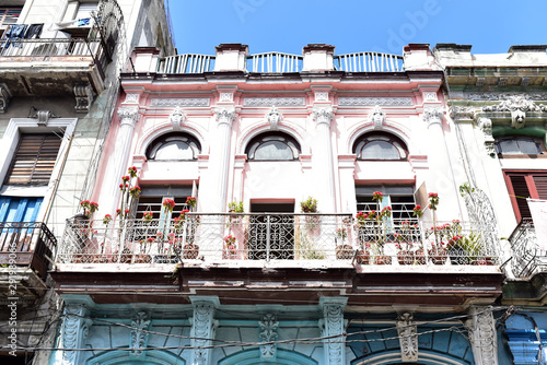 Colonial-style building facades and balconies in Old Havana, Cuba Slika na platnu