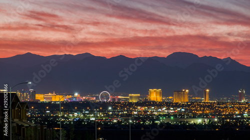 Photo sur Aluminium Las Vegas Aerial sunset high angle view of the downtown Las Vegas Strip