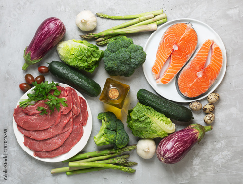 Photo Atkins Diet food ingredients on concrete background, health concept, top view, f