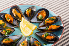 Image Of Mussels With Sauce