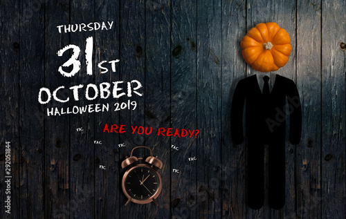 Poster Pays d Asie Date of Halloween 2019 with alarm clock on wooden background
