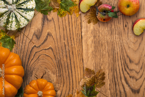 Foto auf AluDibond Natur Autumn decoration with fallen leaves and pumpkin on wooden background