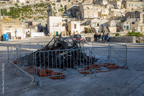 Cuadros en Lienzo Bond 25, Scenography elements used for explosion and fire scenes from the movie No Time to Die in Sassi, Matera, Italy