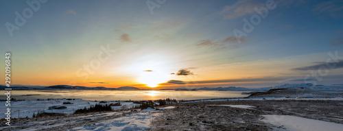 Sonnenaufgang über dem Pingvallavatn, Island Fototapet