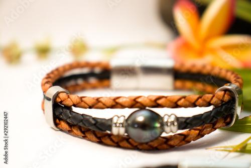Bracelets en cuir avec fermoir aimanté en inox Canvas Print