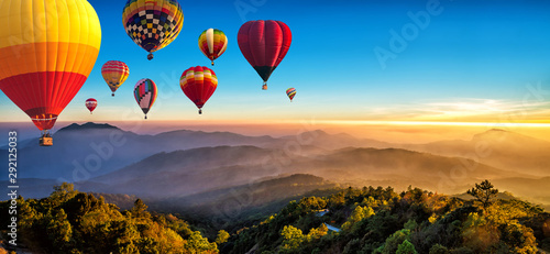 Fotografia, Obraz Hot air balloons flying over sea of mist awakening in a beautiful hills at sunrise in Chiang Mai, Thailand