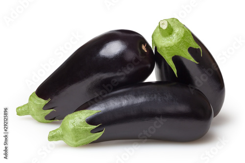 Photo Fresh aubergines isolated on white background with clipping path