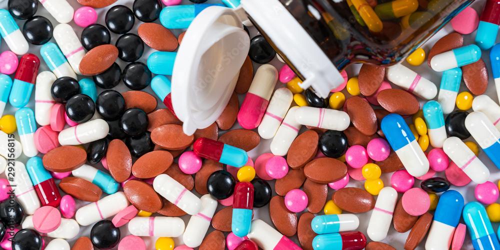 Fototapety, obrazy: Many type of medical drugs pills capsules on white background