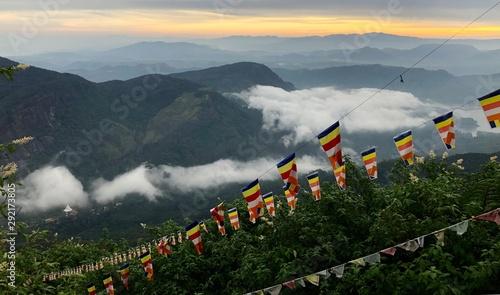 Foto auf AluDibond Dunkelgrau Flags on the clouds