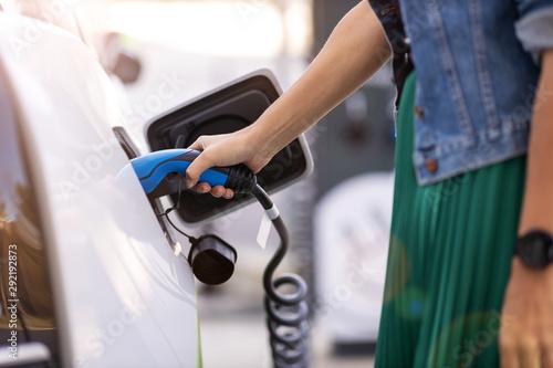 Pinturas sobre lienzo  Charging of an electric car