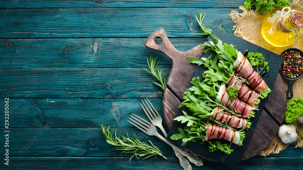 Fototapety, obrazy: Prosciutto with arugula. Traditional Italian appetizer. Top view. Free copy space.
