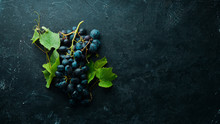 Fresh Red Grapes With Leaves O...