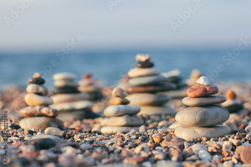 Stampa su Tela Zen pyramid of spa stones on the blurred sea background