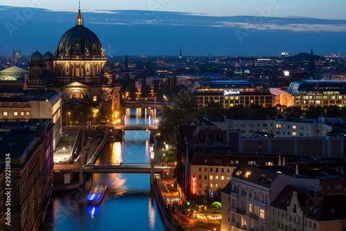 Poster Berlijn Berlin and the River Spree from above at night