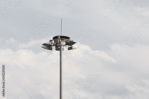 Fotografía  Lighting pole with halogen floodlight and  lightning conductor on the top of it