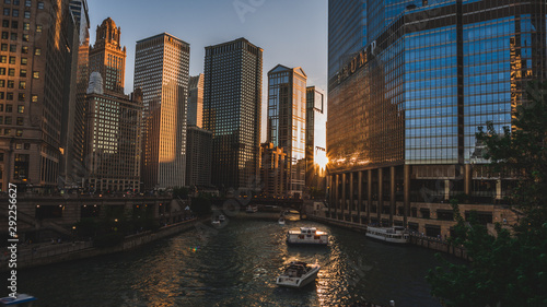 Aluminium Prints Chicago Modern architecture, or modernist architecture was based upon new and innovative technologies of construction, particularly the use of glass, steel and reinforced concrete