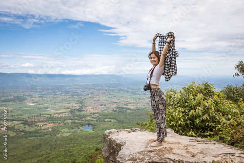 Foto auf Gartenposter Khaki Tourist woman on Cliff view in Phu Lan Kha, Thailand.