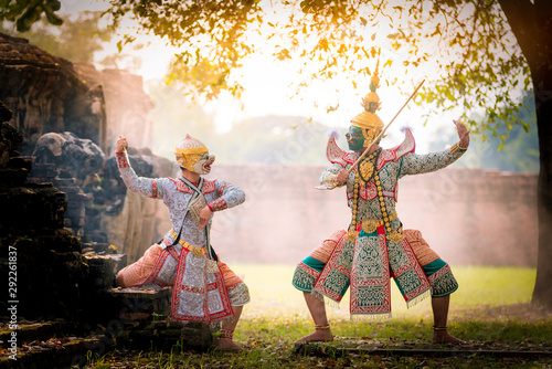 Stampa su Tela  Khon is art culture Thailand Dancing in masked Tos-sa-kan and Hanuman are fighting in literature Ramayana