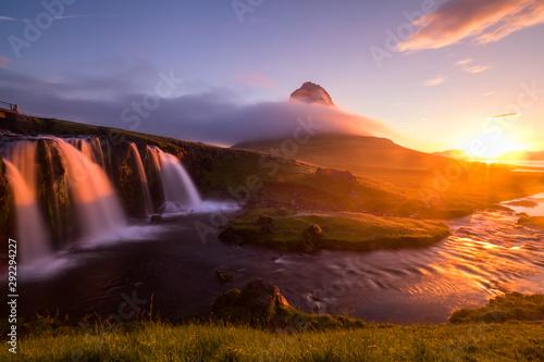 Foto  Beautiful view Summer of Kirkjufellsfoss at morning, summer in Iceland