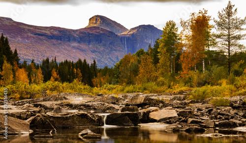 Masyw górski w okolicach Hemsedal w regionie, gminie Buskerud w Norwegii
