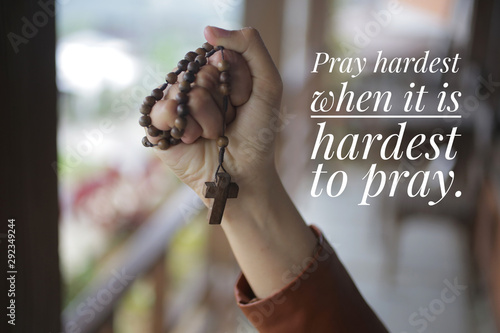 Canvas Print Inspirational quote - Pray hardest when it is hardest to pray