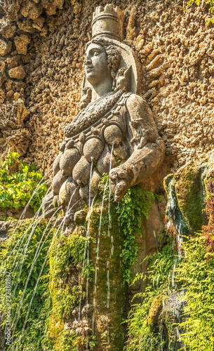 Photo Fountain with  ancient allegorical sculpture of  Goddess of Nature in  park d'Es