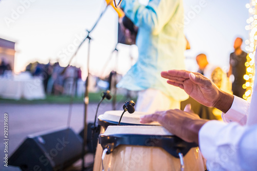 Cuban performers playing latino rythms during outdoor party Slika na platnu