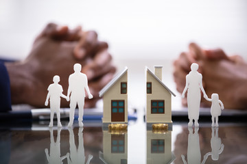 Supruga i muž dijele djecu i kuću