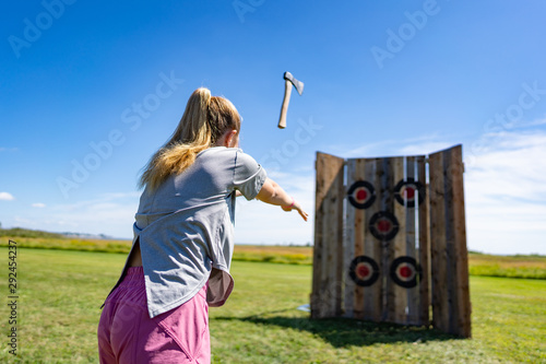 Photo ax throwing