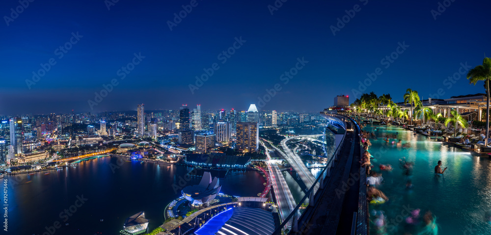 Fototapeta Infinity Pool and Singapore skyscrapers at night