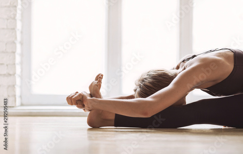 Close up of young woman practicing yoga at class, working out, wearing sportswear, indoor Canvas-taulu