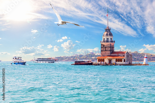 Obraz Leander's Tower or the Maiden's Tower in Istanbul, Turkey - fototapety do salonu
