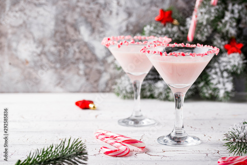 Fototapety, obrazy: Pink peppermint martini with candy cane rim