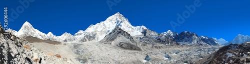 Fotografía himalayan mountain range near Mount Everest