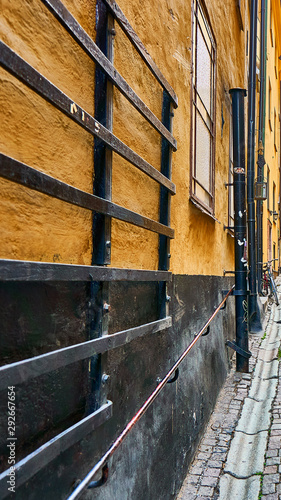 Fototapety, obrazy: Narrow alley in Stockholm