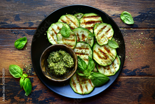 Cuadros en Lienzo Grilled zucchini slices with basil pesto