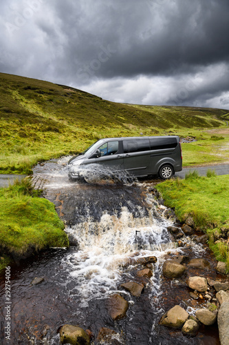 Van at Water Splash Ford at Fore Gill Gate on the Bleaberry Gill stream Yorkshir Tablou Canvas