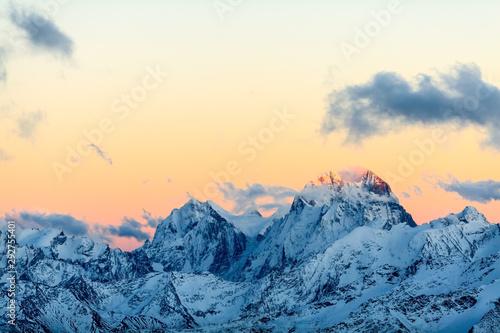 Montage in der Fensternische Blau Jeans Mountains landscape, Caucasus