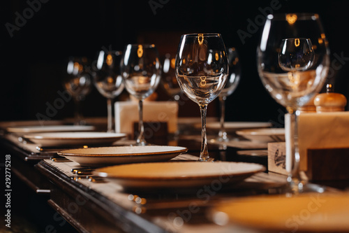 Photo luxury tableware beautiful table setting in restaurant