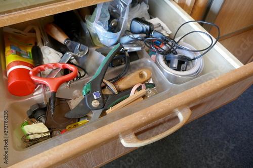 Fotografía Looking into a untidy drawer