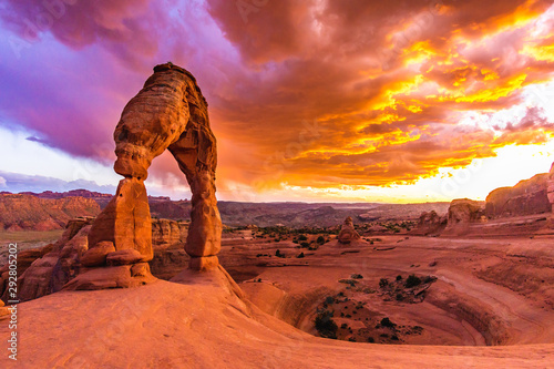 Poster Corail Sunset over Delicate Arch