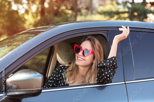 Canvastavla  Young beautiful woman wearing heart shaped glasses in car