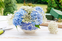 How To Make Floral Arrangement With Blue Hortensia (hydrangea) And White Queen Anne's Lace
