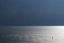 Windsurfer Im Wasser Perspektive Von Oben Sonne Spiegelt Sich Im Wasser
