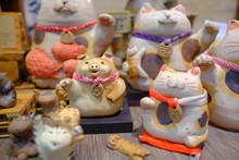 Cute Japanese Style Lucky Cat Ceramic Decoration Of Holiday Celebration